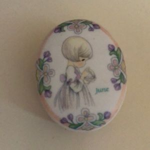 ❤️ENSENCO-PRECIOUS MOMENTS June trinkets box